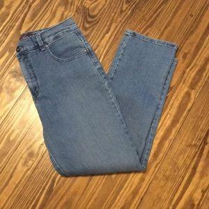 Gloria Vanderbilt Amanda jeans size 10 light blue.